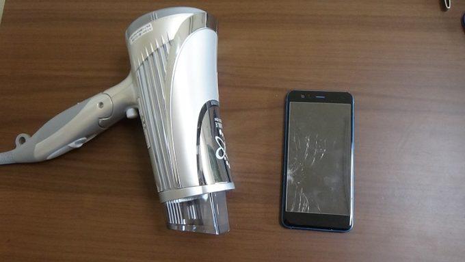Huawei P10 Liteの修理に使うドライヤーと画面が割れたスマホの写真