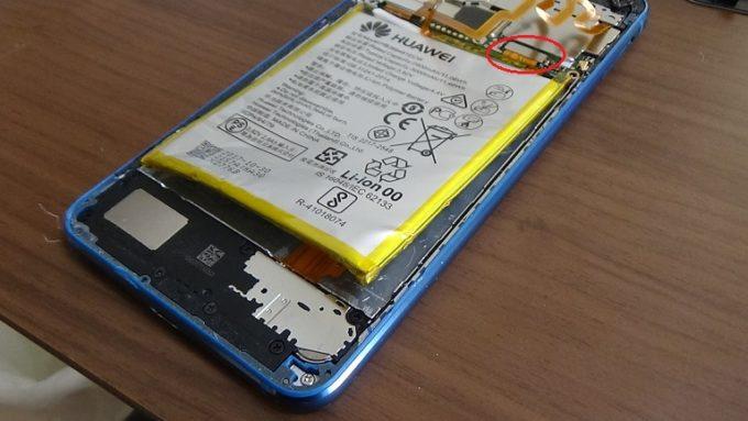 Huawei P10 Liteを修理している写真3