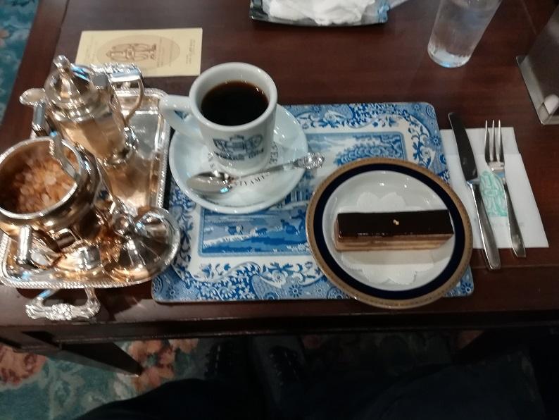 にしむら珈琲店のコーヒーとケーキの写真