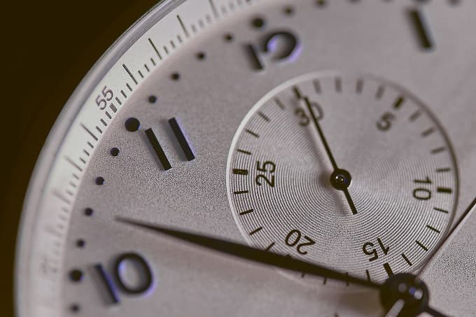 時間をイメージさせる時計のアイキャッチ画像